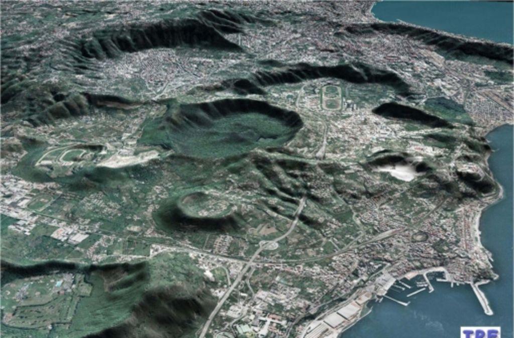 Aus der Luft sieht die Gegend um Neapel etwas unwirtlich und bedrohlich vulkanisch aus, trotz der dichten Besiedlung. Die Mafiosi, die einst aus den USA zurückkamen,  empfanden sie auch als bedrückend: hier warteten oft nur alte Blutfehden auf sie. Foto: Istinuto Di Vulcanologia