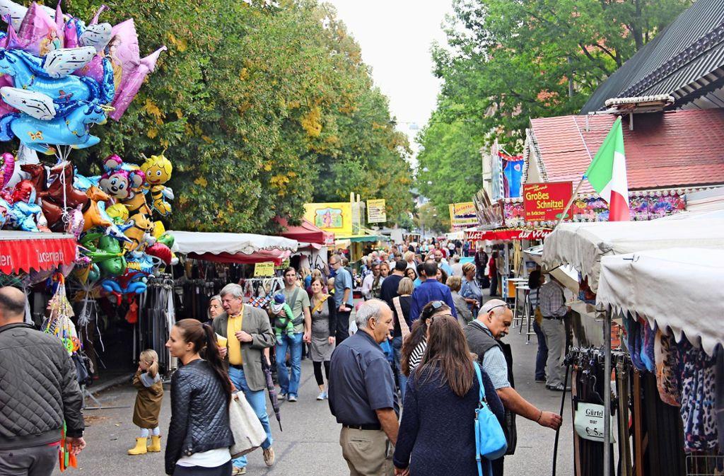 Immer weniger Markthändler bauen ihre Stände auf der Feuerbacher Traditionsveranstaltung auf. Foto: Torsten Ströbele