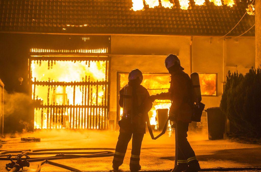 22. September 2018: Ein Gebäude in Kirchberg brennt nieder. Ein Feuerwehrmann wird der Brandstiftung verdächtigt. Foto: 7aktuell.de/Simon Adomat