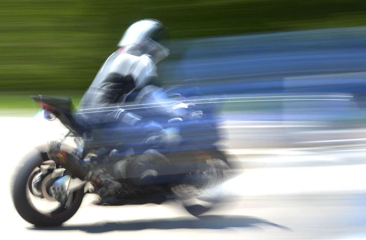 An dem Motorrad entstand nach Schätzungen der Polizei ein Schaden in Höhe von 7000 Euro (Symbolbild). Foto: dpa/Patrick Seeger