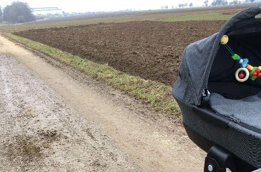 Mann bricht Ellbogen und macht Bauern verantwortlich