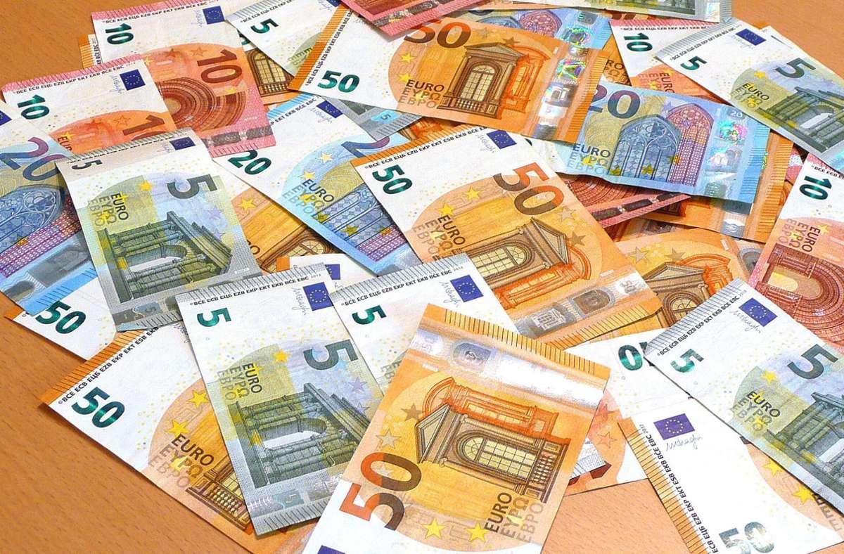 Bargeld ist – trotz Alternativen – weiterhin ein häufiges Zahlungsmittel. (Symbolbild) Foto: imago images/Rene Traut/Rene Traut via www.imago-images.de