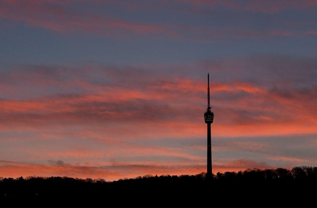 Der Herbsthimmel über Stuttgart ist an Dramatik kaum zu überbieten. Foto: dpa