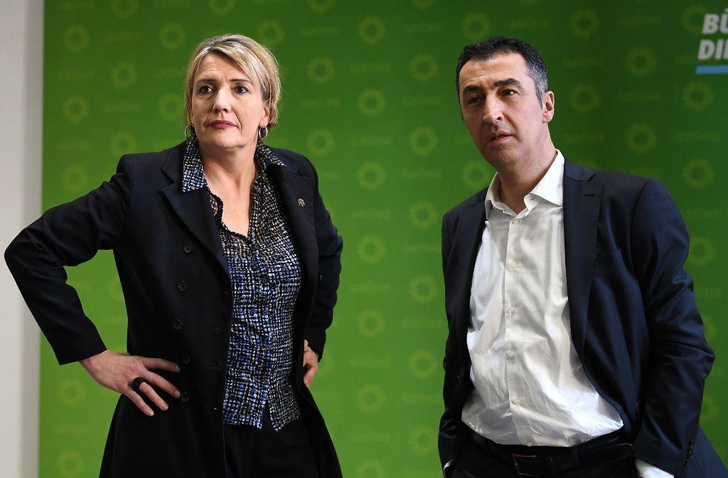 Bedröppelte Gesichter nach der Niederlage bei der Saarland-Wahl die Grünen-Vorsitzenden Simone Peter und Cem Özdemir. Foto: dpa-Zentralbild