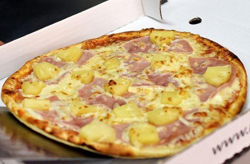 Mit Belag nicht einverstanden – dampfende Pizza ins Gesicht geschleudert