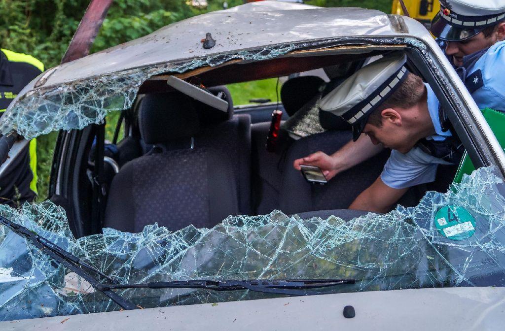 Wegen überhöhter Geschwindigkeit hat ein 48-Jähriger am Samstagabend in Großerlach die Kontrolle über seinen Wagen verloren und hat sich bei dem Unfall schwere Verletzungen zugezogen. Foto: SDMG