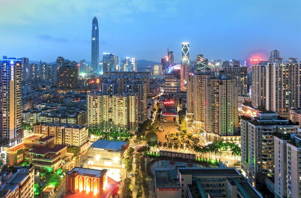 Blick auf die Megacity. In  Shenzhen leben mehr als zehn Millionen Menschen. Foto: Mauritius