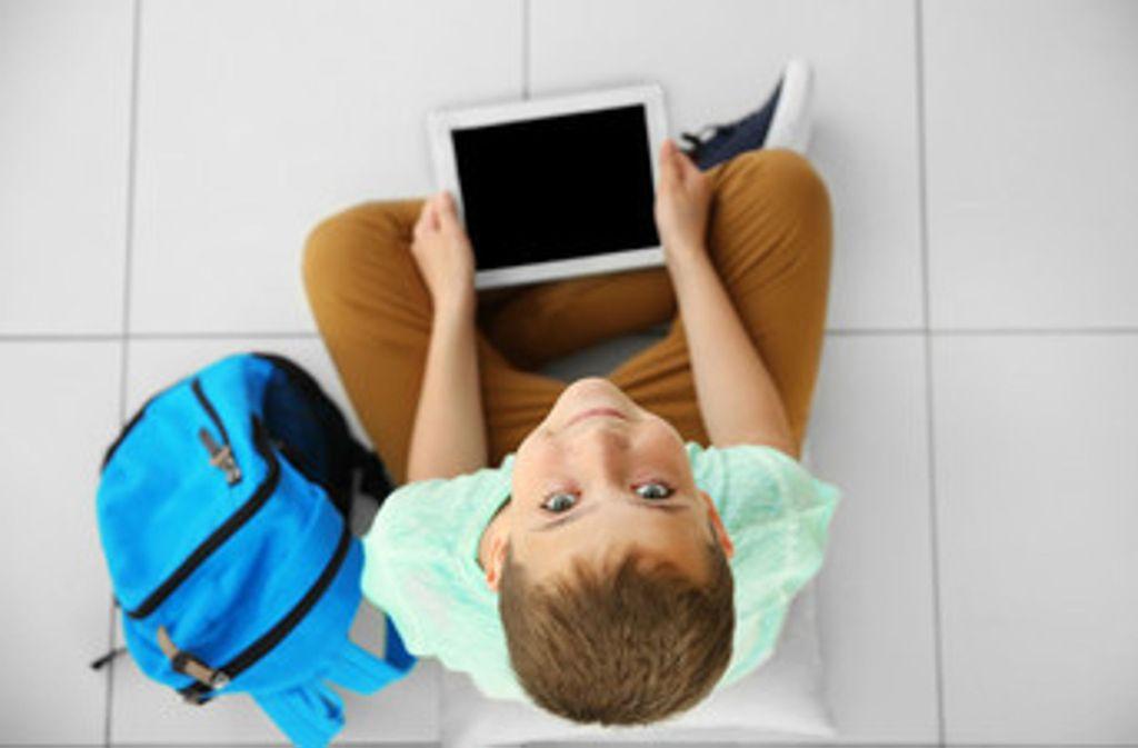 Laut der Stadt ist keine Schule in Stuttgart ausreichend mit digitalen Endgeräten ausgestattet. Foto: Africa Studio/Adobe Stock