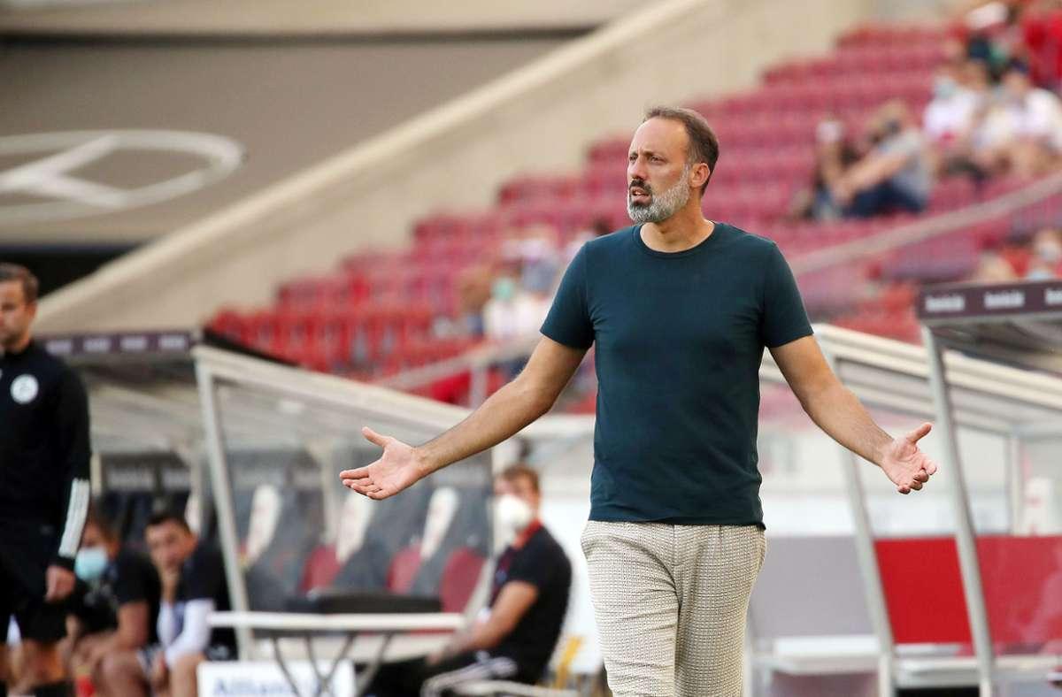 VfB-Trainer Pellegrino Matarazzo sagte nach der Niederlage gegen Freiburg, dass es einige Themen gebe, die besprochen werden müssten. Foto: Baumann