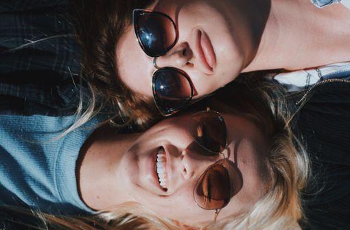 Warum man sich lieber ohne Sonnenbrille küssen sollte