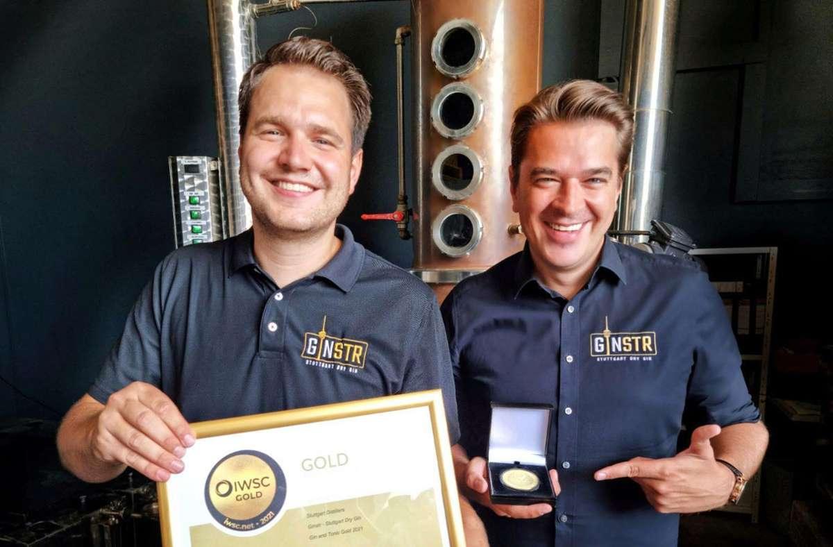"""Erneut haben   Markus Escher (links) und Alexander """"Sandy"""" Franke für ihren Ginstr Gold für den weltweitbesten GIn mit Tonic geholt. Foto: /nstr"""