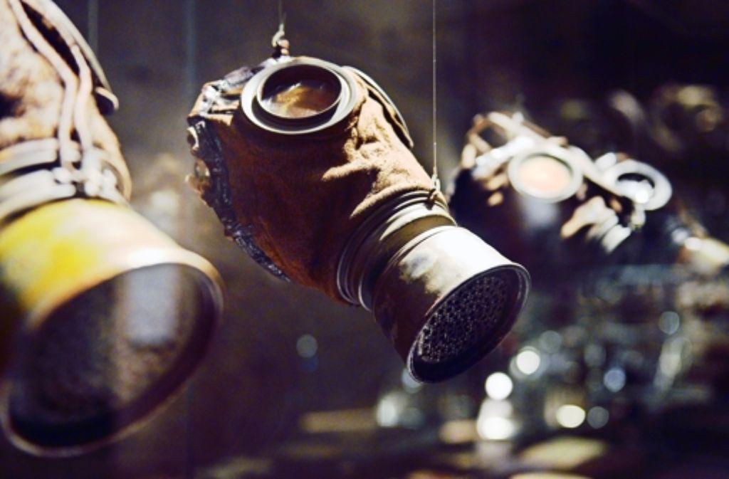 Im Fokus eine Gasmaske aus dem Jahr 1917: ungefähr Hunderttausend Menschen starben im Ersten Weltkrieg durch Giftgas.Foto: dpa Foto: