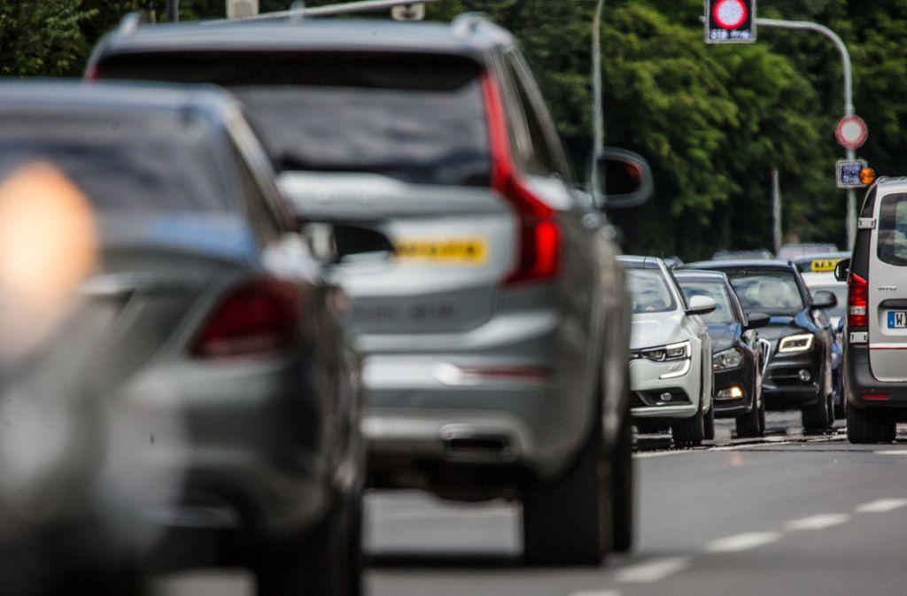 Überhöhte NO2-Werte sind der Grund für Fahrverbote für ältere Diesel in Stuttgart, Hamburg und Darmstadt. Foto: dpa