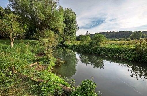 In der Mitte entspringt ein Fluss