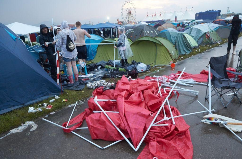 Bei einem Gewitter sind beim Festival «Rock am Ring» zahlreiche Zelte zu Bruch gegangen. Foto: dpa