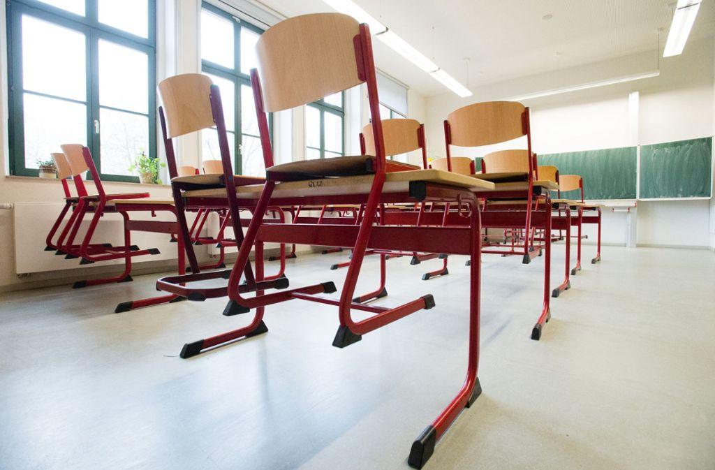 Wenn Lehrer krank, schwanger  oder auf Studienfahrt sind, fällt mancher Unterricht aus – und das Klassenzimmer bleibt leer. Foto: ZB