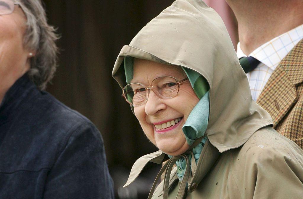 Blieb unter Kopftuch und Kapuze ganz unentdeckt und entlockte damit amerikanischen Touristen die ein oder andere witzige Frage: Queen Elizabeth. Foto:
