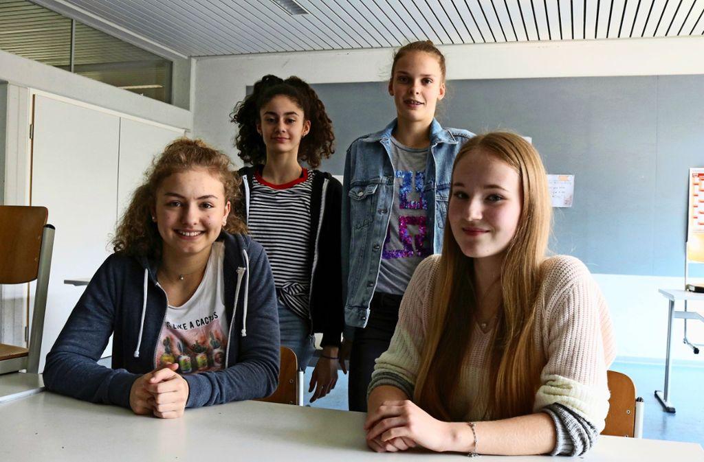 Jule Kleider, Alina Oganesyan, Hanna Zernickel und Luisa Weber (von links) sind Schulfreundinnen. Foto: Eva Herschmann