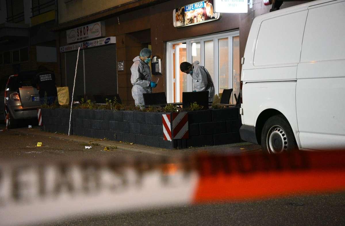 Die Schüsse fielen laut Polizei gegen Mitternacht im Mannheimer Stadtteil Waldhof. Foto: dpa/René Priebe