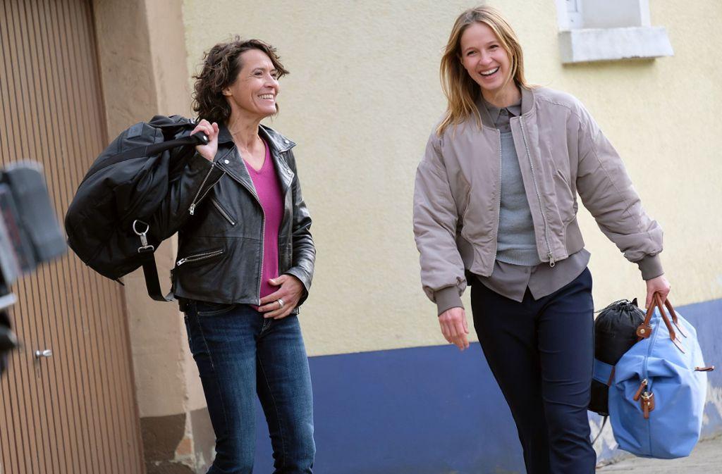 """Hatten spaß beim """"Tatort""""-Dreh: Ulrike Folkerts (li.) und Johanna Stern Foto: SWR/Jacqueline Krause-Burberg"""