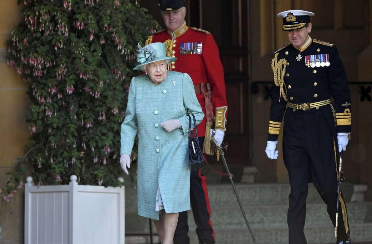 Queen Elizabeth II. hat wieder zahlreiche Briten für ihr besonderes Engagement in verschiedenen Bereichen geehrt. Foto: dpa/Toby Melville
