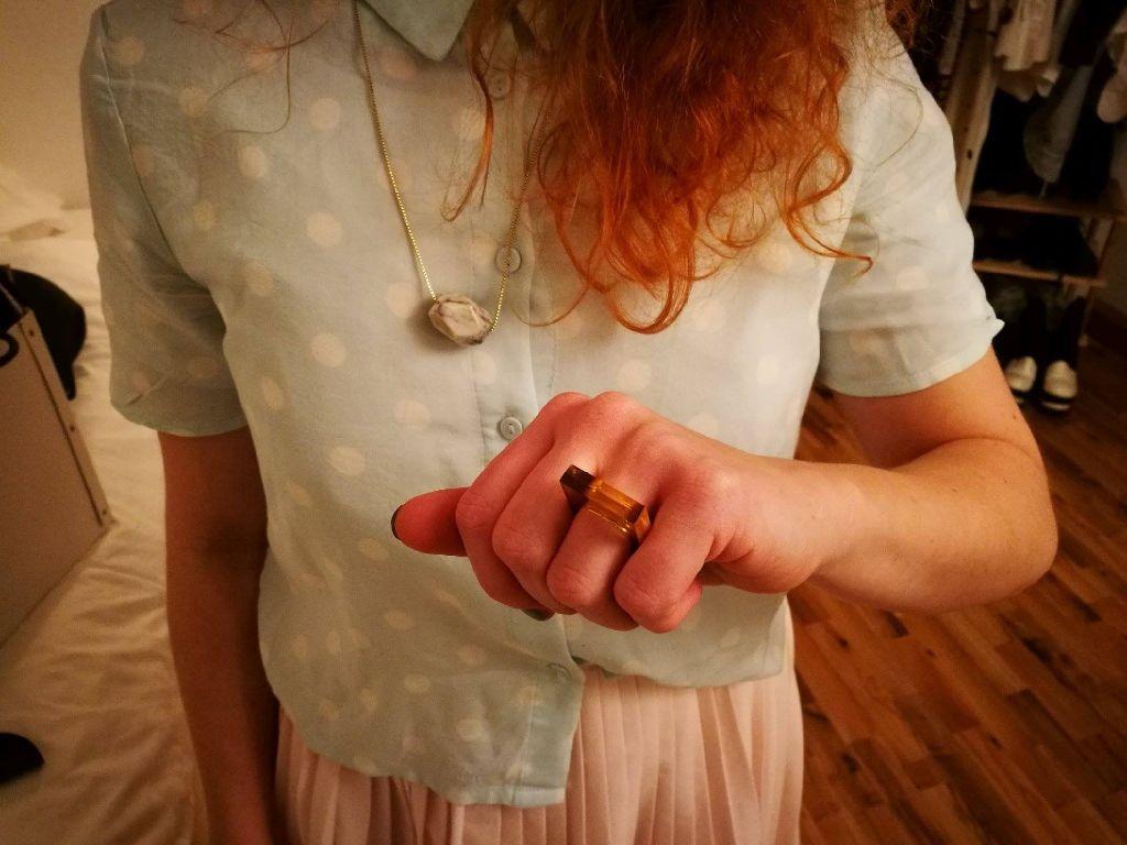 Die Kreativität liegt in der Familie: Kleas Papa ist Lehrer und macht nebenher eigenen Schmuck. Auch dieser Ring ist von ihm. Foto: Laura Müller-Sixer