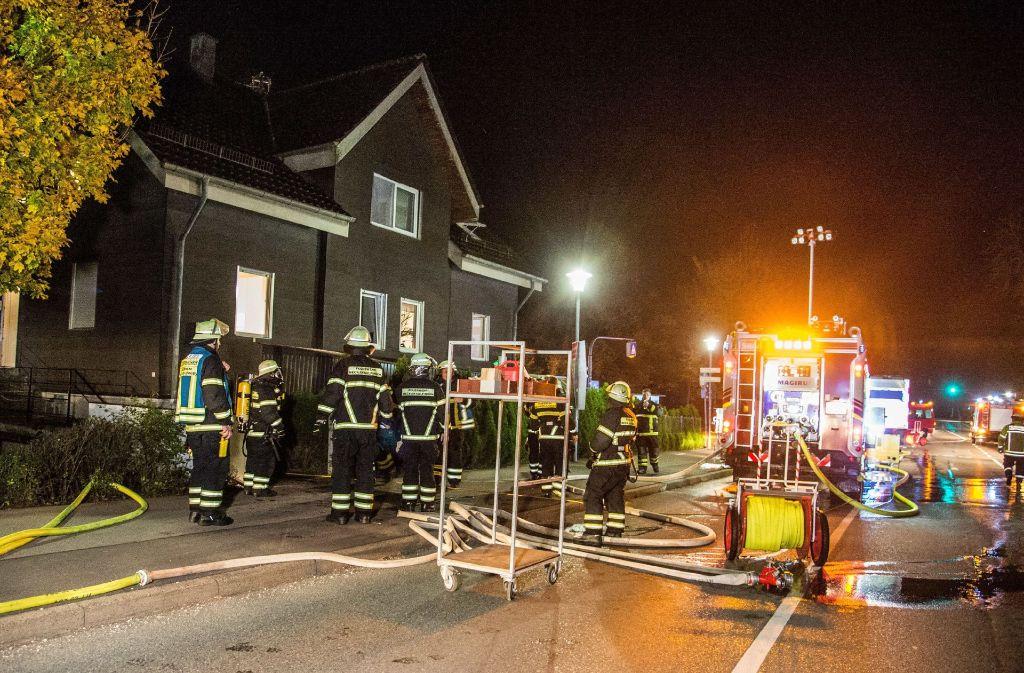 Der Brand in dem Wohnhaus wurde schnell unter Kontrolle gebracht. Foto: SDMG