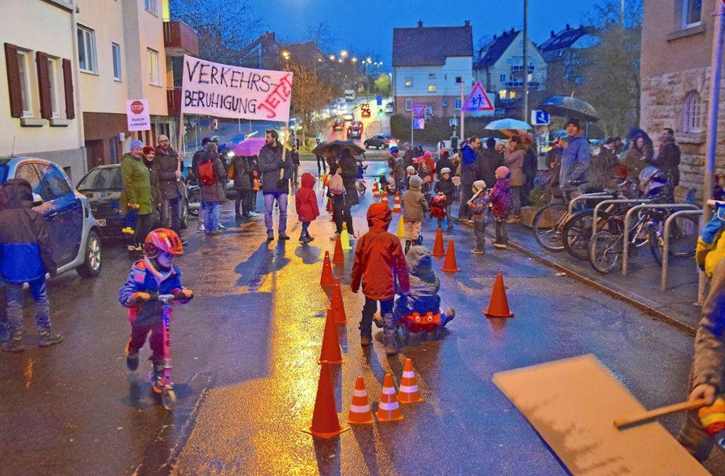 Ein Teil der Schumannstraße hat am Freitagabend ganz den Kindern gehört. Foto: Petra Mostbacher-Dix