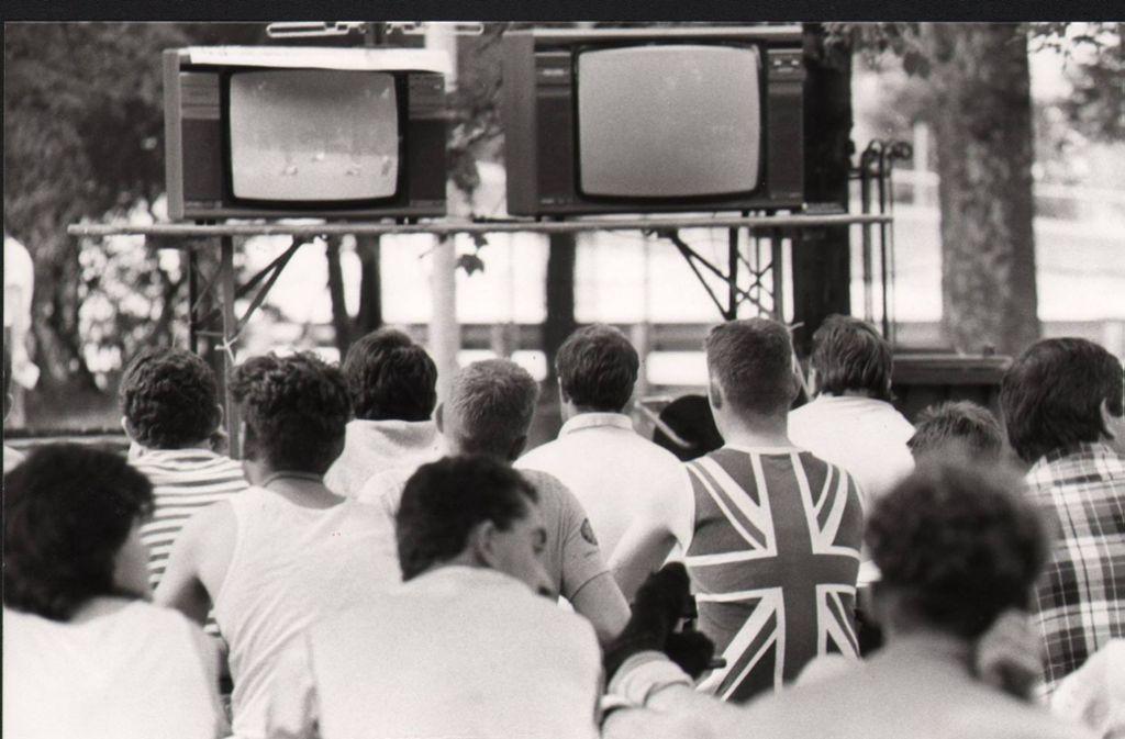 """So sah das """"Public Viewing"""" im Juni 1988 bei der Fußball-EM  auf dem Cannstatter Campingsplatz aus Foto: Baumann"""