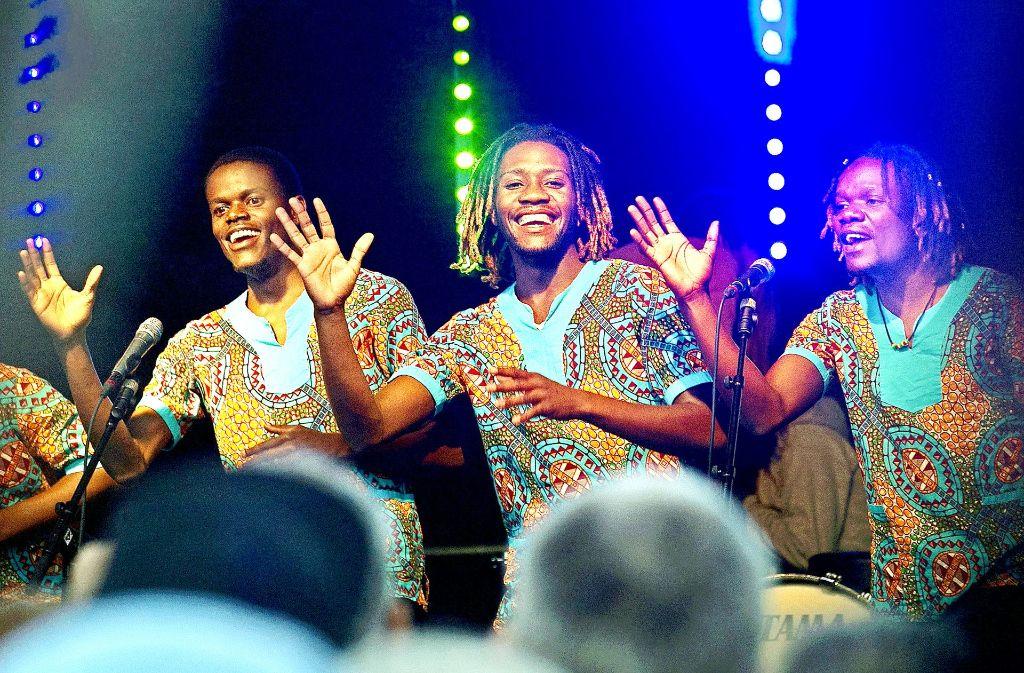 Die namibischen Sänger der Gruppe African Vocals  haben der Musiknacht einen folkloristischen Touch verliehen. Foto: Ines Rudel