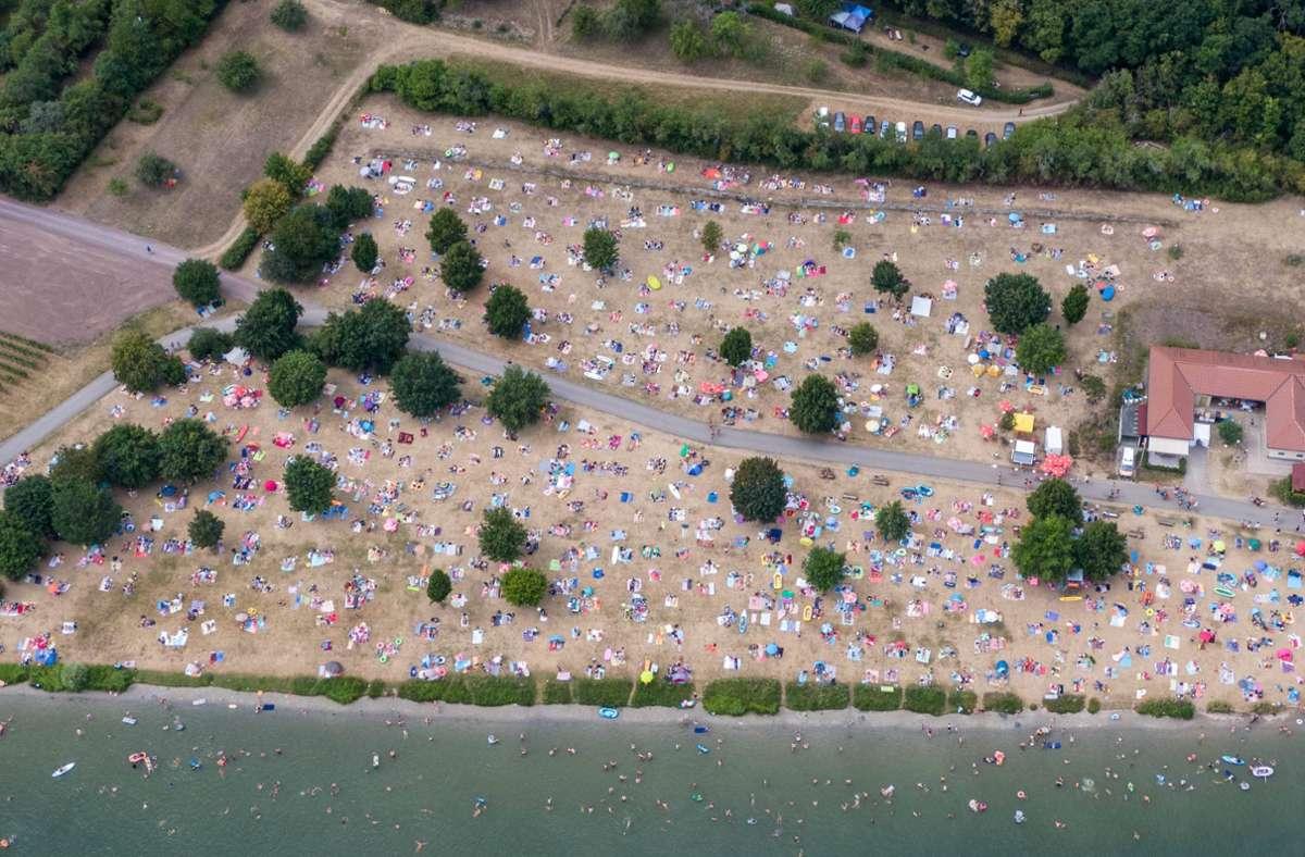 Der Katzenbachsee und die Ehmetsklinge mussten am Samstag für Besucher gesperrt werden. Bei den Fotos handelt es sich um Luftaufnahmen der Ehmetsklinge  vom vergangenen Wochenende. Foto: 7aktuell.de/Nils Reeh/7aktuell.de   Nils Reeh