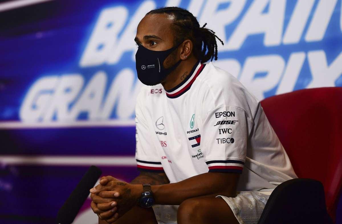 Der Formel-1-Fahrer berichtet von leichten Symptomen: Lewis Hamilton hat sich mit dem Coronavirus infiziert. Foto: AP/Mario Renzi