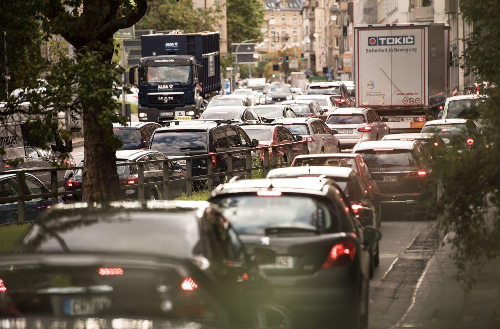 Zu viele Autos sind nach dem Geschmack der Grünen Jugend unterwegs. Foto: Lichtgut/Max Kovalenko