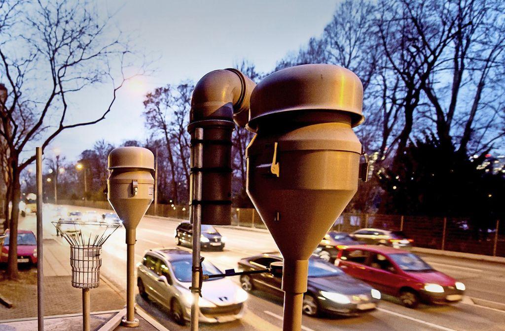An Tagen mit Feinstaubalarm sollen auf der Cannstatter Straße 20 Prozent weniger Autos fahren. Foto: dpa