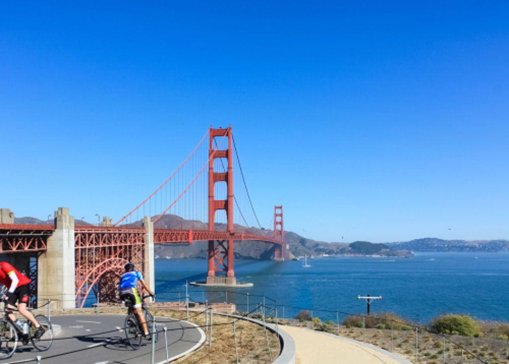 Die Pacific Coast Bicycle Route in Kalifornien führt auch an der Golden Gate Bridge in San Francisco vorbei. Foto: Shutterstock/lightrain