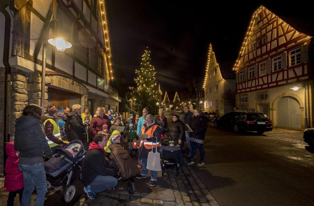 Alle zwei Jahre – 2019 wieder – findet auch im Ditzinger Stadtteil Schöckingen der Lebendige Adventskalender statt. Foto: factum/Archiv