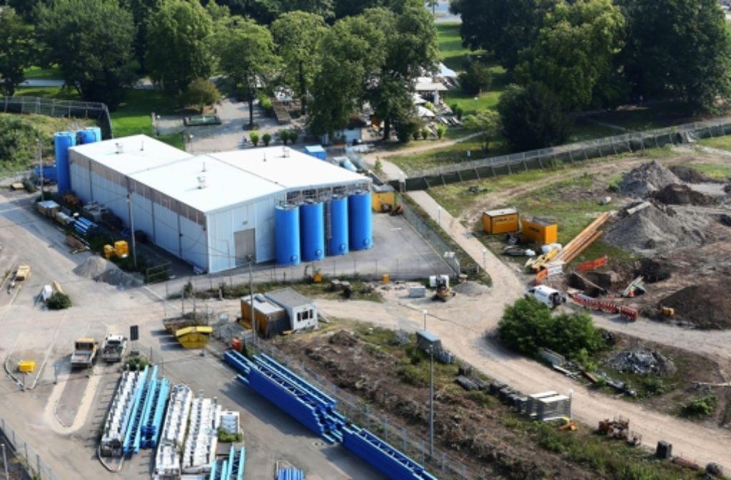 Im März 2012 soll der erste Tropfen Grundwasser in der Aufbereitungsanlage im Schlossgarten ankommen Foto: Achim  Zweygarth