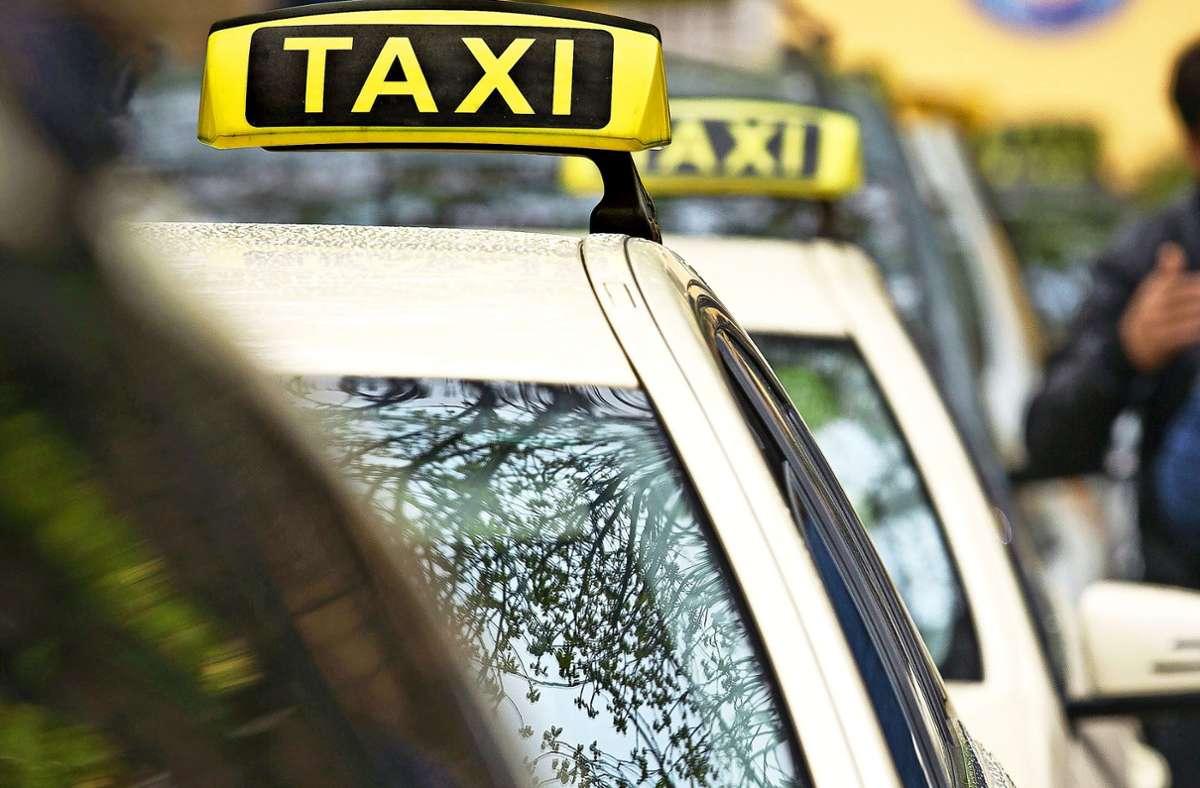 Kaum jemand verirrt sich in Coronazeiten in ein Taxi. Foto: Leif Piechowski/LICHTGUT/Leif Piechowski