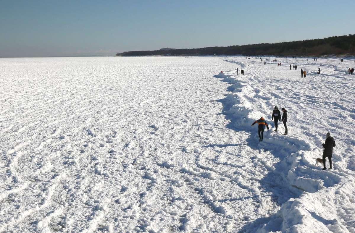 Der Ostsee-Strand im polnischen Misdroy erinnert an eine arktische Landschaft. (Symbolbild). Foto: imago images/BildFunkMV