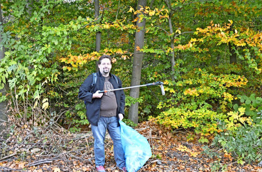 Dennis Ebi konnte all den Müll in der Natur irgendwann nicht mehr ertragen. Also handelt er. Foto: Patrick Steinle