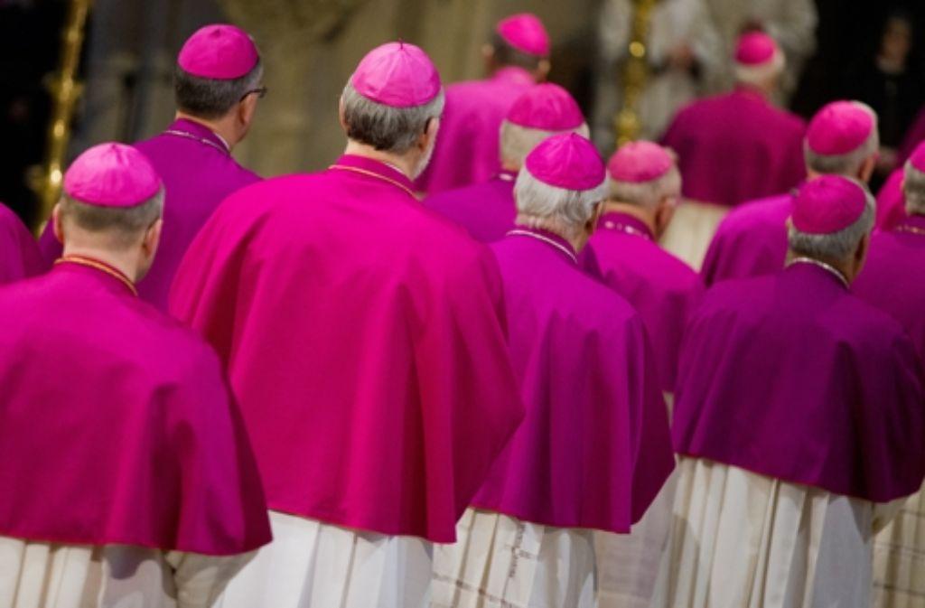 Einzug zum Eröffnungsgottesdienst: Seit Montag tagen die Bischöfe in Münster. Foto: dpa