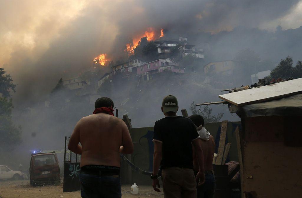 Durch die Feuer sind zahlreiche Familien obdachlos geworden. Foto: AFP/RAUL ZAMORA