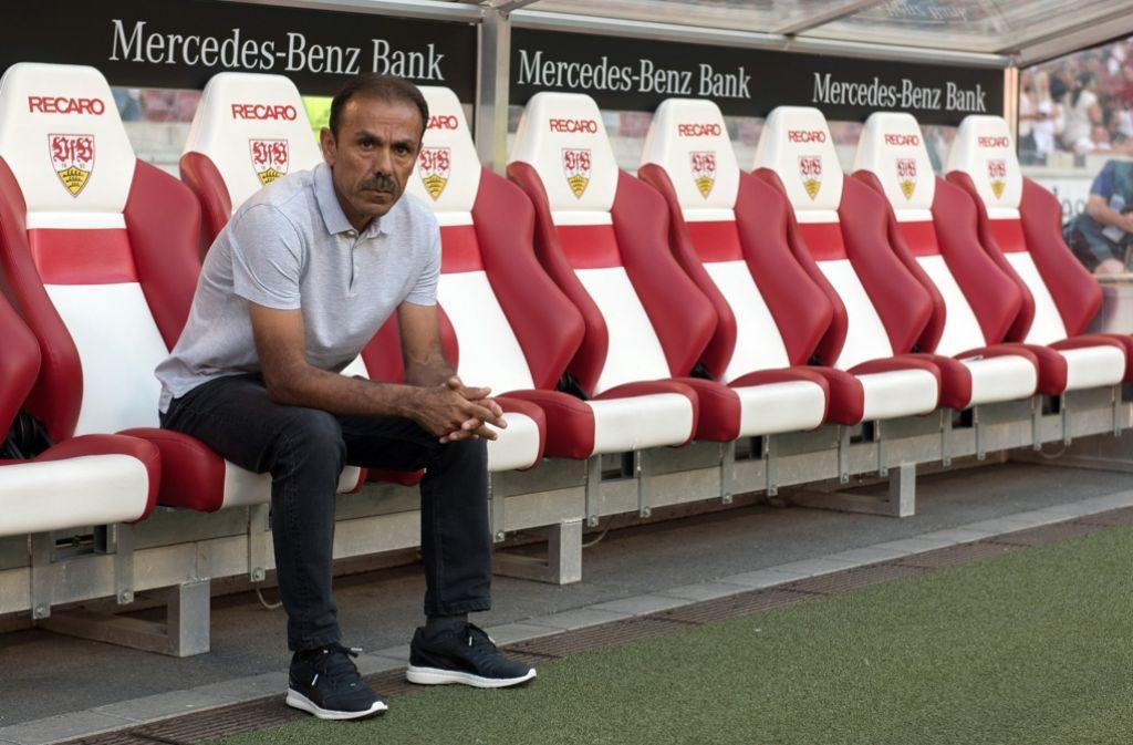 Jos Luhukay ist zurückgetreten: Fußball-Zweitligist VfB Stuttgart benötigt schon wieder einen neuen Trainer. Foto: dpa