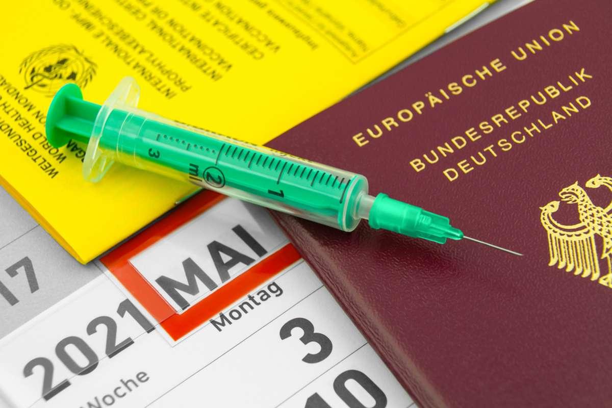 Kann man die alten Impfpässe auch noch verwenden? Foto: PhotoSGH / shutterstock.com