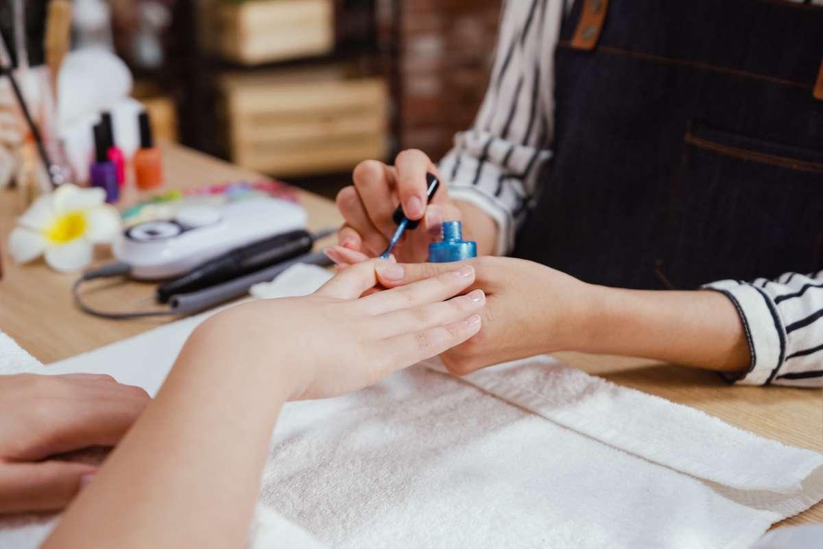 Wo haben Nagelstudios geöffnet? Foto: PRPicturesProduction/Shutterstock