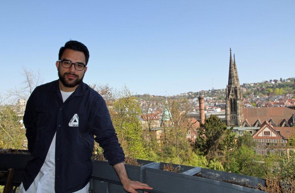 Er ist das Gesicht hinter der neuen Firma 0711 Media Production, die unter anderem den 0711-Blog veröffentlicht, Geschäftsführer Saeed Kakavand. Ein Blick in die neuen Büroräume in Stuttgart-Mitte zeigt, wie die Blogger arbeiten. Foto: Freundorfer