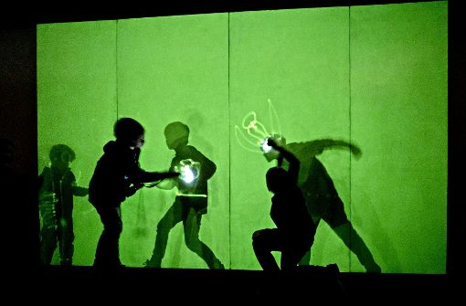 Spiele mit Laserstrahl und Schatten