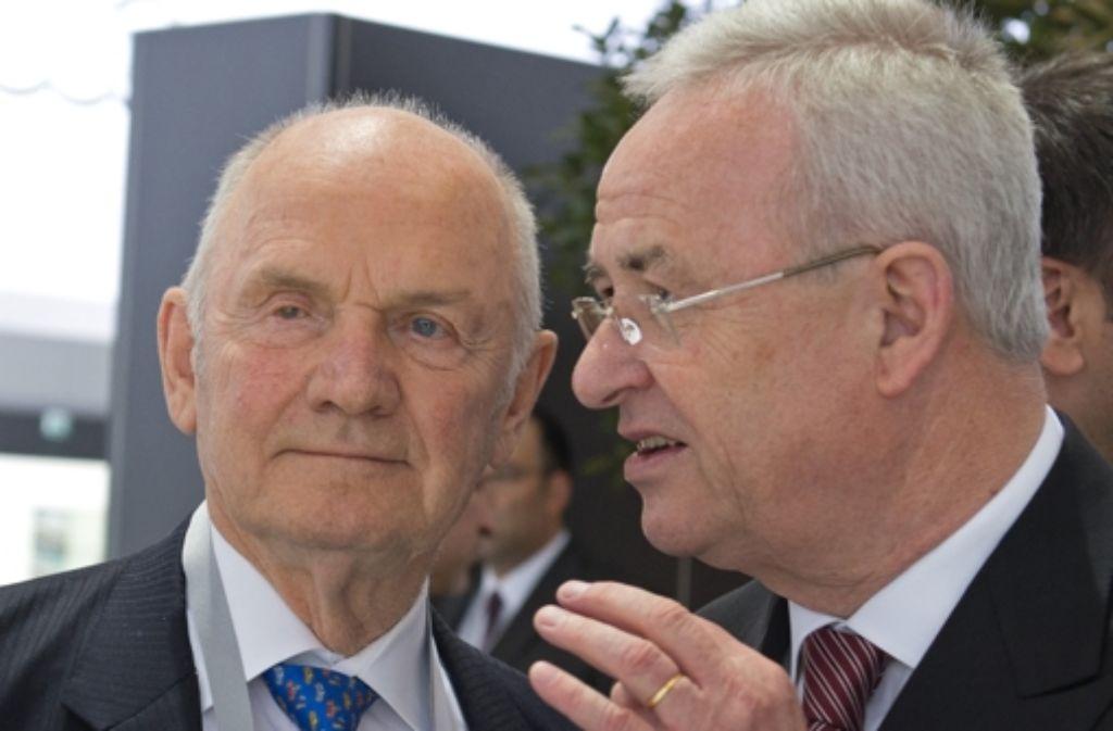 Der Vorstandsvorsitzende der Volkswagen AG und Martin Winterkorn (rechts) und der Aufsichtsratsvorsitzende der Volkswagen AG, Ferdinand Piech. Foto: dpa