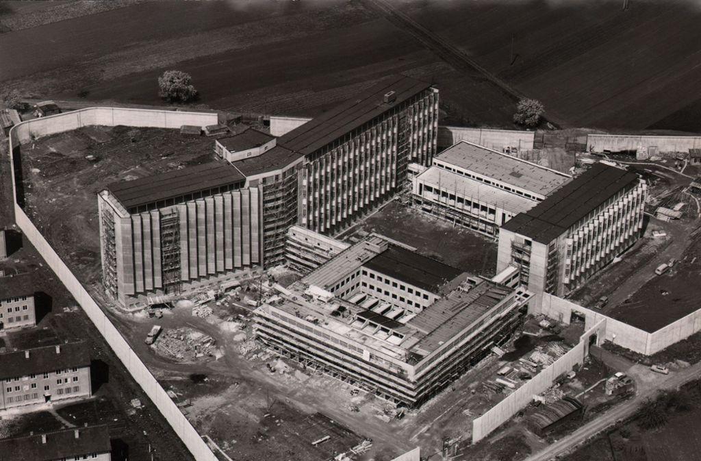 1962 befand sich die Justizvollzugsanstalt Stammheim noch im Bau. Das bis dahin sicherste Gefängnis Deutschlands war sozusagen eine Musteranstalt aus dem Musterländle. Gut 20 Millionen Deutsche Mark soll der Komplex damals gekostet haben. Foto: dpa