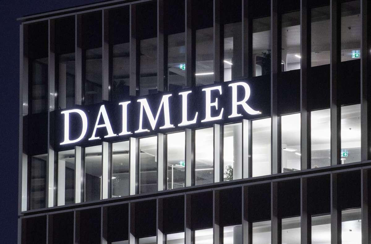 Daimler bestätigte, dass die Staatsanwaltschaft Stuttgart in Individualverfahren gegen drei Mitarbeiter Strafbefehle beantragt habe (Symbolbild). Foto: dpa/Marijan Murat